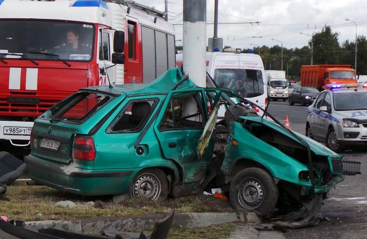 QIP Shot Screen 117 В Москве иномарка врезалась в мачту городского освещения