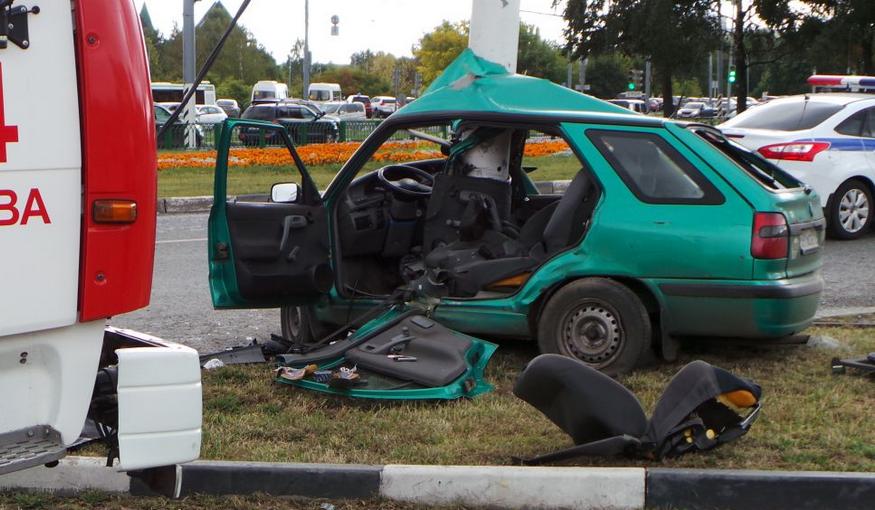 QIP Shot Screen 120 В Москве иномарка врезалась в мачту городского освещения
