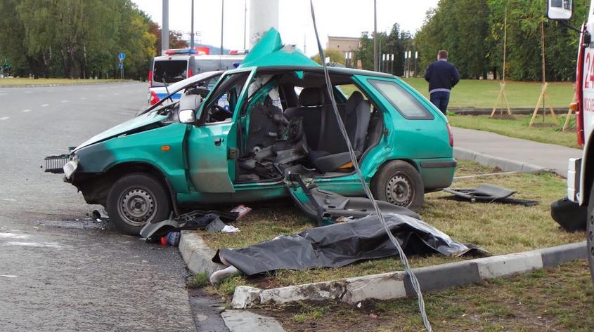 QIP Shot Screen 121 В Москве иномарка врезалась в мачту городского освещения