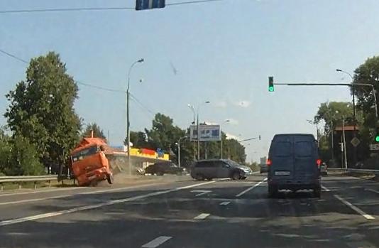 QIP Shot Screen 207 В Подмосковье произошла авария с участием трех автомобилей