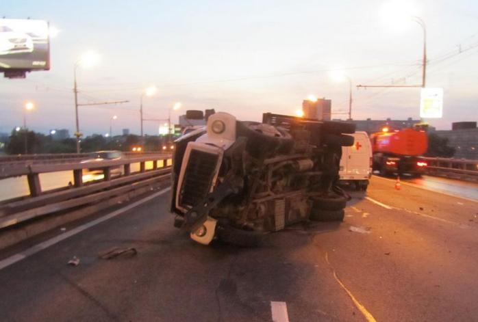 QIP Shot Screen 210 Пассажир автомобиля скончался в аварии на Ярославском шоссе