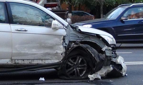 «Lexus» виновен а ДТП с участием 7 машин в Москве фото