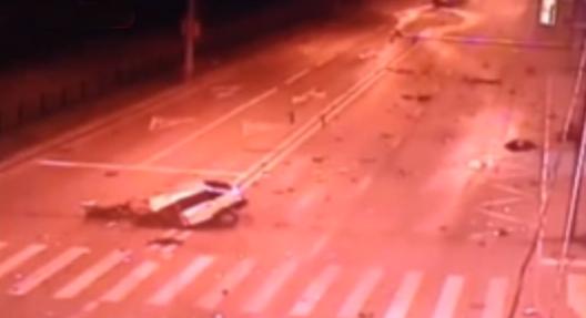 В столице в ДТП «девятку» разорвало на части фото
