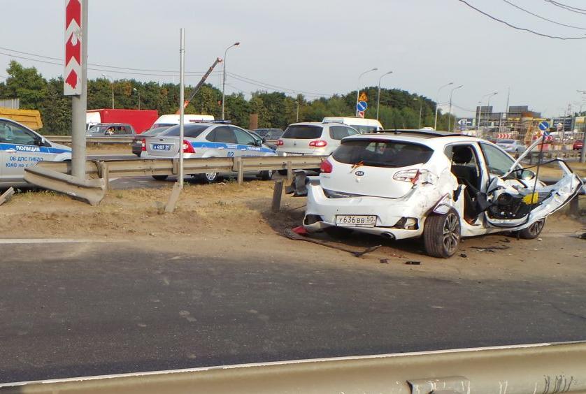 QIP Shot Screen 543 Иномарка протаранила отбойник на Каширском шоссе