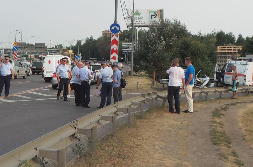 QIP Shot Screen 546 Иномарка протаранила отбойник на Каширском шоссе