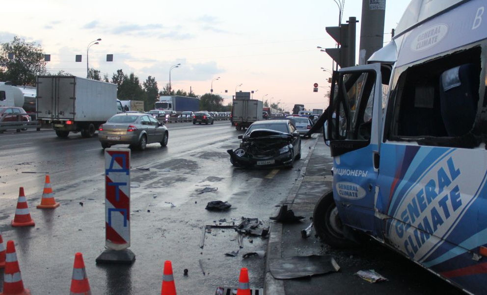 QIP Shot Screen 570 ДТП с участием маршрутки произошло в Москве на Варшавском шоссе