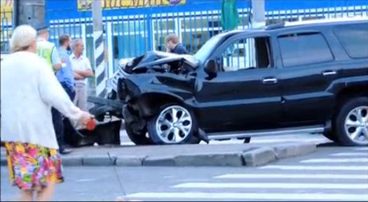 На Юго-Западе Москвы иномарка протаранила столб фото