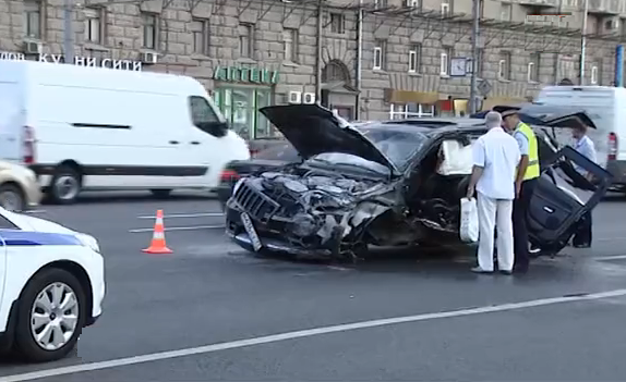 QIP Shot Screen 586 На северо востоке Москвы опрокинулся внедорожник
