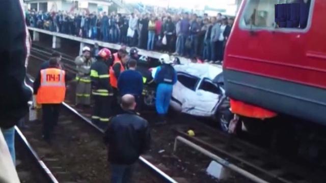 sher8  В Подмосковье произошла авария с участием электрички и автомобиля