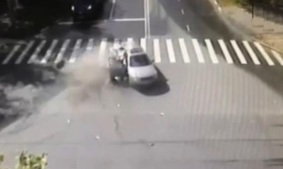 QIP Shot Screen 004 В Москве мотоциклист на полном ходу протаранил легковушку