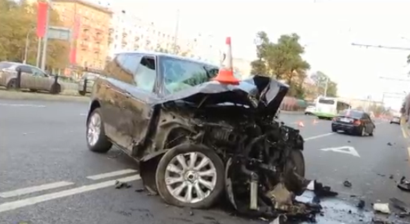 QIP Shot Screen 030 На Ленинградском проспекте «Range Rover» подрезал автомобиль «Mercedes»