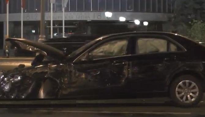 QIP Shot Screen 031 На Кутузовском проспекте иномарка столкнулась с автобусом и мотоциклом