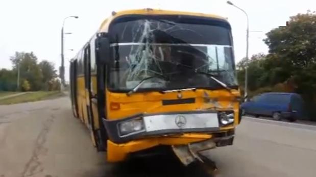 В Наро-Фоминском районе Московской области автобус столкнулся с грузовиком фото