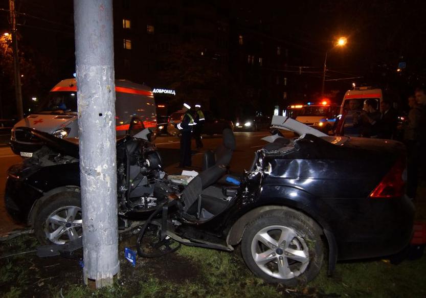 QIP Shot Screen 124 Автомобиль марки «Ford» врезался в мачту городского освещения в Москве
