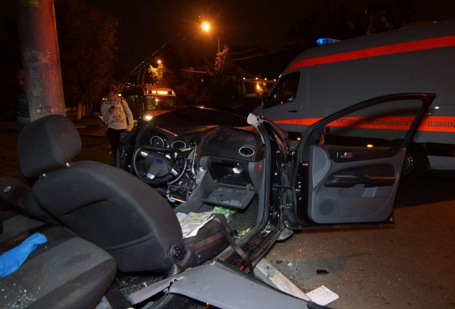 QIP Shot Screen 125 Автомобиль марки «Ford» врезался в мачту городского освещения в Москве
