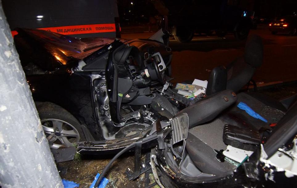 QIP Shot Screen 126 Автомобиль марки «Ford» врезался в мачту городского освещения в Москве