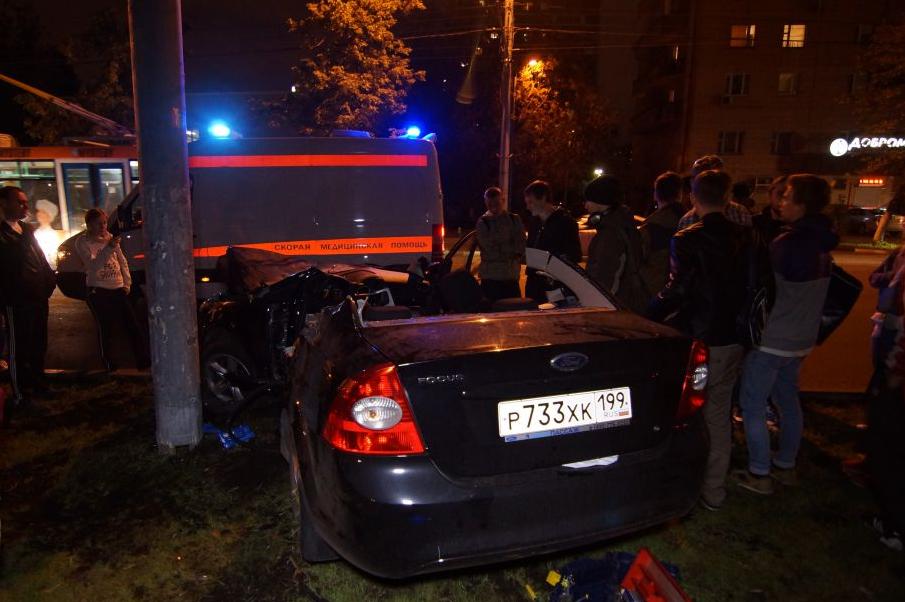 QIP Shot Screen 127 Автомобиль марки «Ford» врезался в мачту городского освещения в Москве