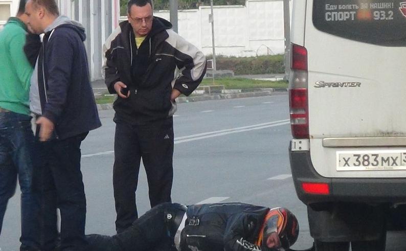 QIP Shot Screen 251 На Гаражной улице в Москве произошла авария с учатием мотоциклиста