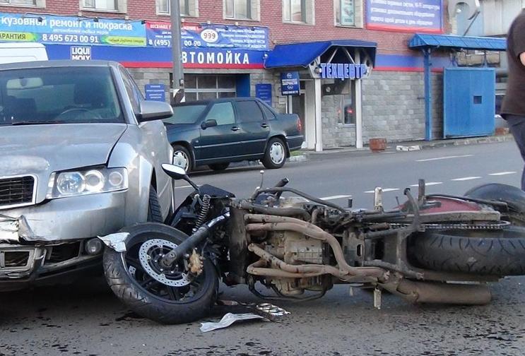 QIP Shot Screen 253 На Гаражной улице в Москве произошла авария с учатием мотоциклиста