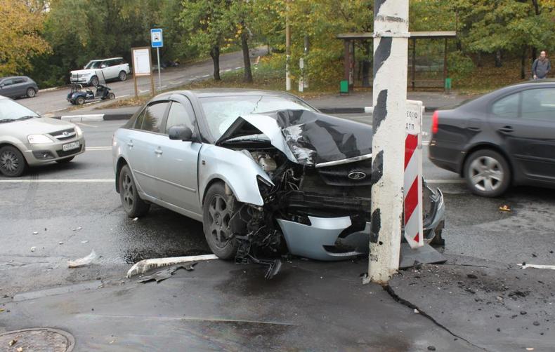 QIP Shot Screen 361 На Новоцарицынском шоссе легковушка протаранила столб