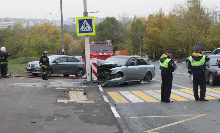 QIP Shot Screen 362 На Новоцарицынском шоссе легковушка протаранила столб