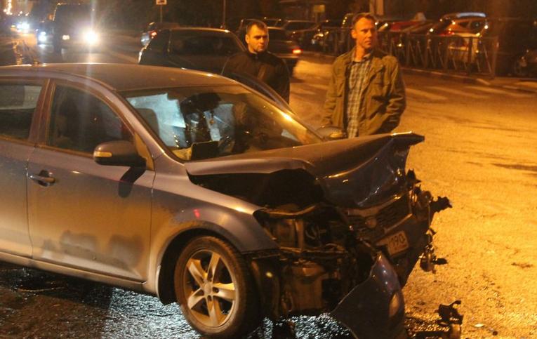 QIP Shot Screen 364  На юге столицы случилась автоавария с участием двух легковушек