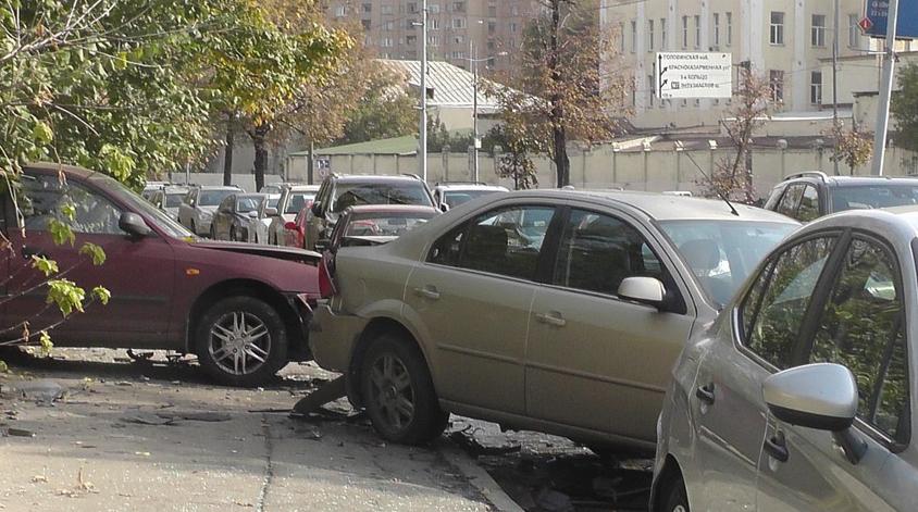QIP Shot Screen 369 На набережной Академика Туполева Ferarri протаранил 3 машины
