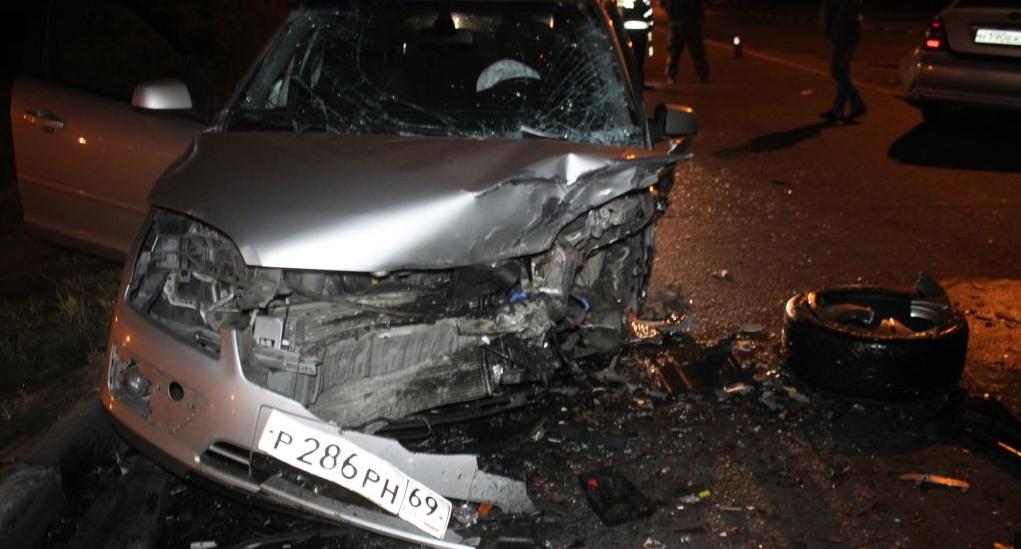 QIP Shot Screen 670 На Капотной улице в Москве столкнулись 2 иномарки