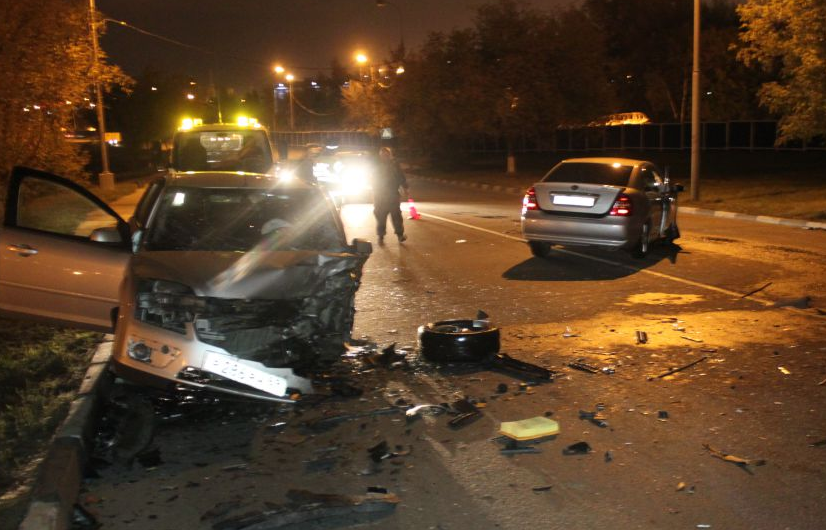 QIP Shot Screen 671 На Капотной улице в Москве столкнулись 2 иномарки
