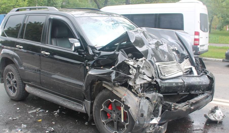 QIP Shot Screen 687 Пьяный водитель иномарки протаранил автобус с пассажирами