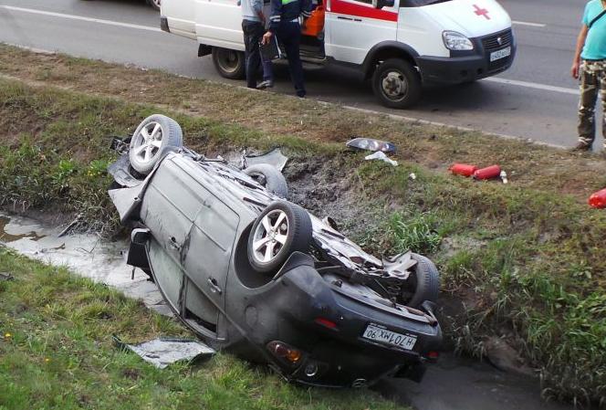 QIP Shot Screen 697 В Москве, налетев на бордюр, машину перевернуло и выбросило в кювет