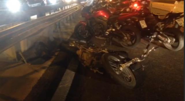 На юге Москвы произошла серьезная авария с участием мотоциклиста фото