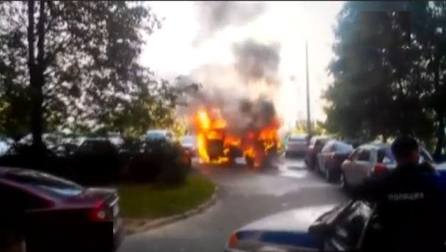 QIP Shot Screen 717 На юго западе столицы из за загоревшегося Volkswagen Transporter серьезно повреждены шесть машин