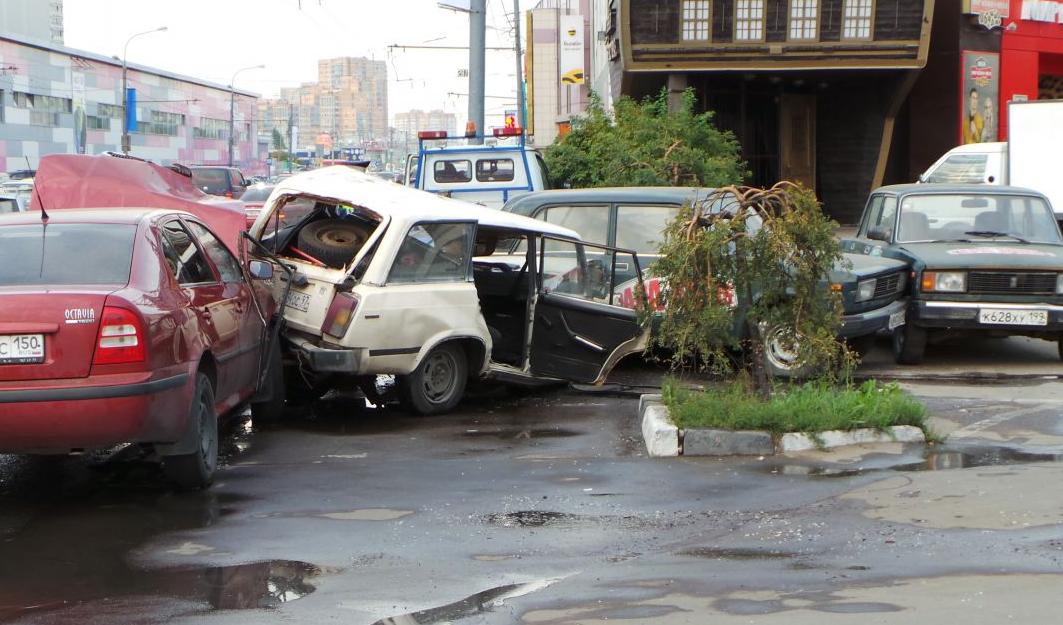 QIP Shot Screen 731 На Профсоюзной улице в Москве пьяный водитель устроил массовое ДТП