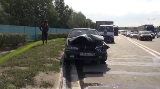 QIP Shot Screen 761 В Москве микроавтобус столкнулся с легковушкой