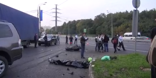 QIP Shot Screen 776 В Москве мотоциклист врезался в задний бампер легкового автомобиля