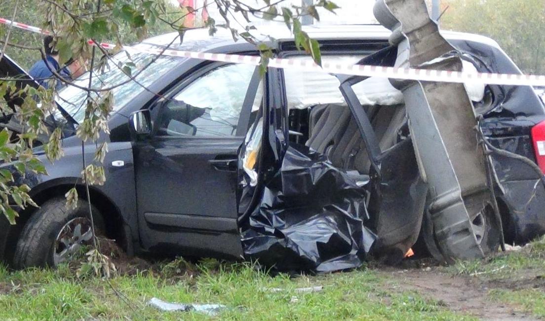 QIP Shot Screen 795 В Москве автомобиль врезался в мачту городского освещения