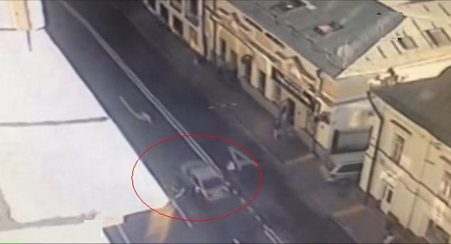 На улице Солянка мотоциклист столкнулся с иномаркой фото
