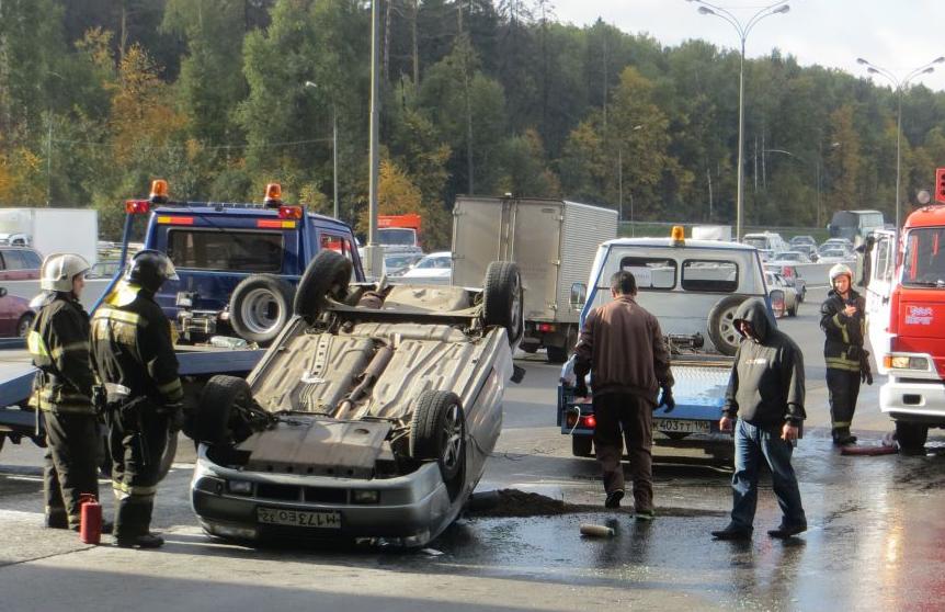 В Москве произошло серьезное ДТП с участием 5 автомобилей фото