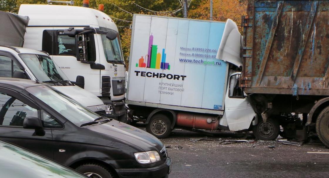 QIP Shot Screen 955 В Москве столкнулись фура, фургон, мусоровоз, грузовая ГАЗель и две иномарки