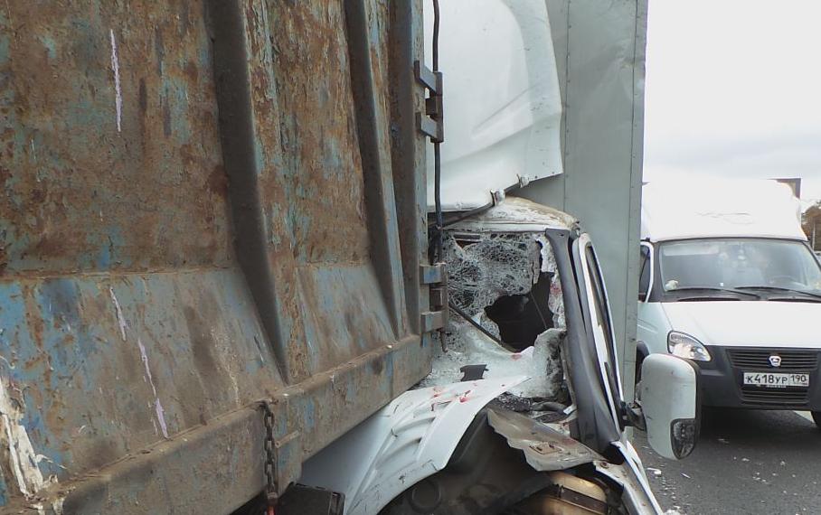 QIP Shot Screen 956 В Москве столкнулись фура, фургон, мусоровоз, грузовая ГАЗель и две иномарки
