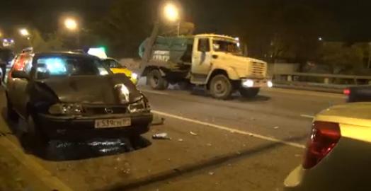 На Дмитровском шоссе столкнулись 4 автомобиля фото
