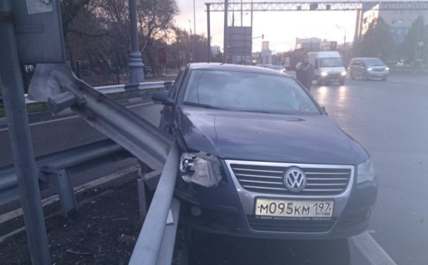 QIP Shot Screen 969 В Москве грузовик протаранил иномарку