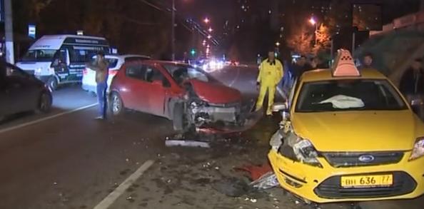 На Бескудниковском бульваре столкнулись четыре машины фото