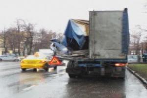 Автобус попал в ДТП на Авиамоторной в Москве фото