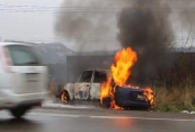 В Мытищинском районе машина загорелась на ходу фото