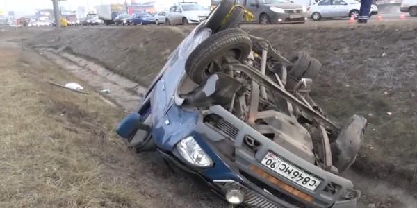 dtp v moskve mkad1 Авария на 79 м км МКАД в Москве ,повреждено два автомобиля