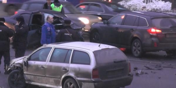 val2 ДТП в Москве на улице Земляной вал, повреждено 7 автомашин