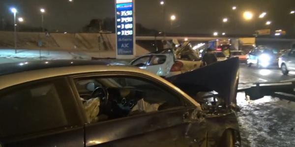 ДТП в Москве на 72-ом км МКАД столкновение автомобилей фото