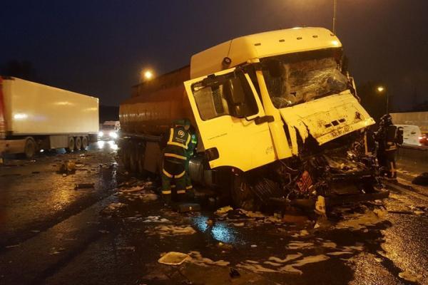 musor avariya ДТП на МКАД в Москве, бензовоз врезался в мусоровоз